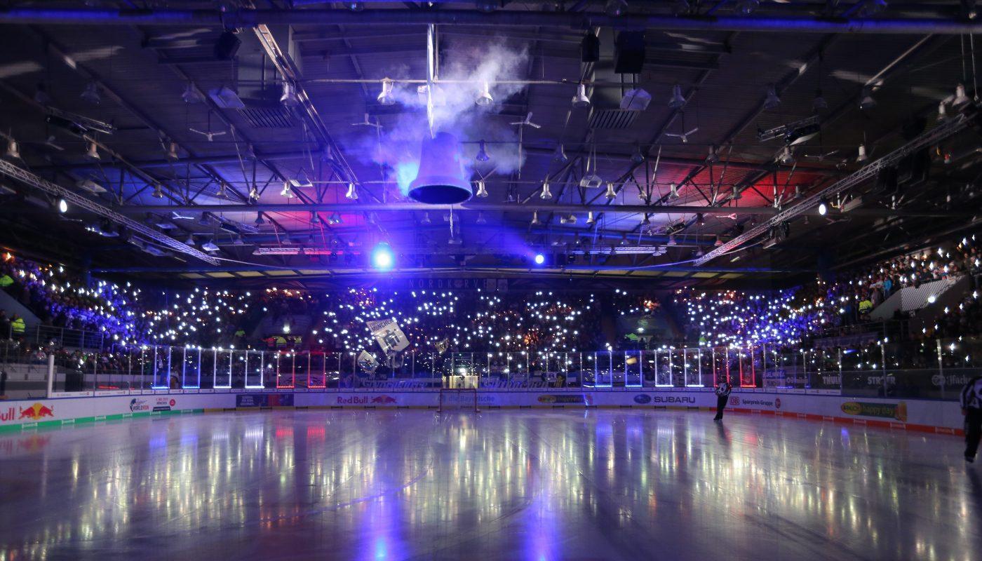 Blick in die Nordkurve des Olympia-Eisstadions, kurz vor einem Spiel des EHC. © GEPA pictures/ Marcel Engelbrecht